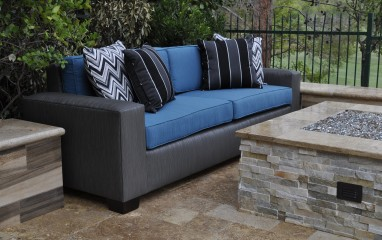 8004  8′ Rattan Sofa w2 Pillows